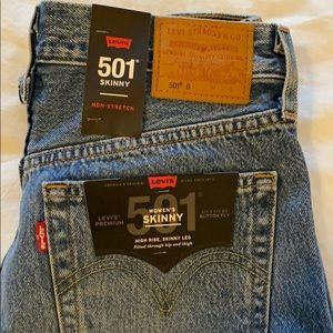 NWT Levi 501 Skinny's.